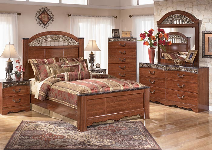 Fairbrooks Estate King Poster Bed w/Dresser, Mirror & Nightstand,Signature Design by Ashley