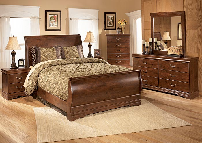 Wilmington Queen Sleigh Bed w/Dresser, Mirror, Drawer Chest & Nightstand,Signature Design by Ashley