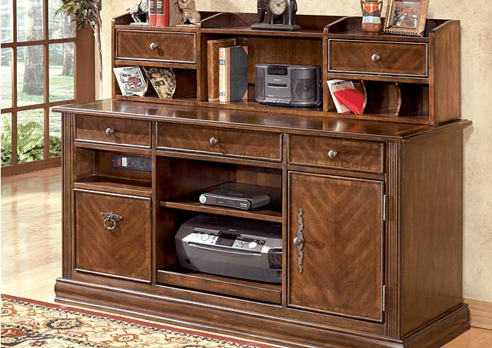 Hamlyn Large Credenza & Hutch,Signature Design by Ashley
