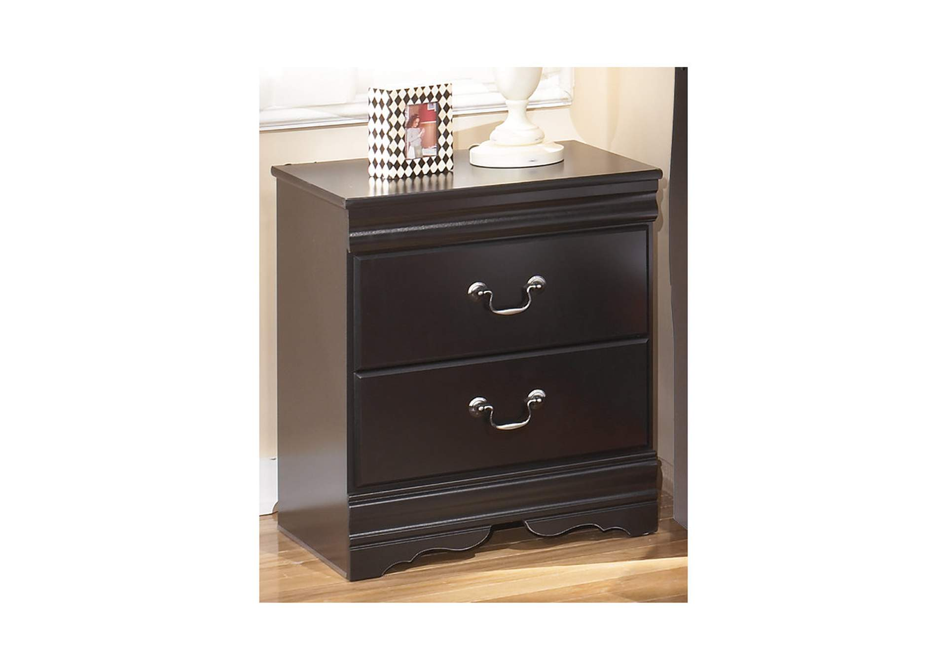 Huey Vineyard Nightstand,Signature Design By Ashley