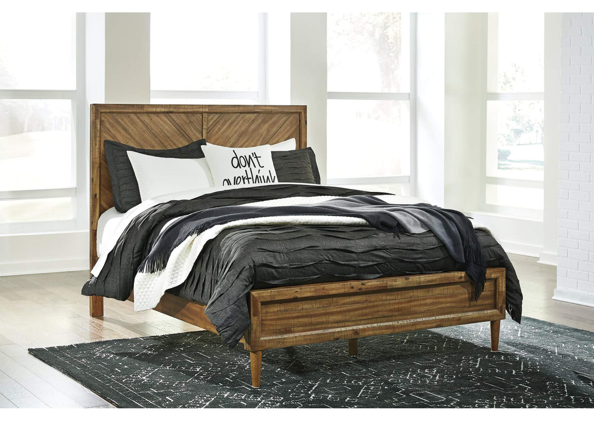 Faradyn Warm Brown Queen Panel Bed,Signature Design By Ashley