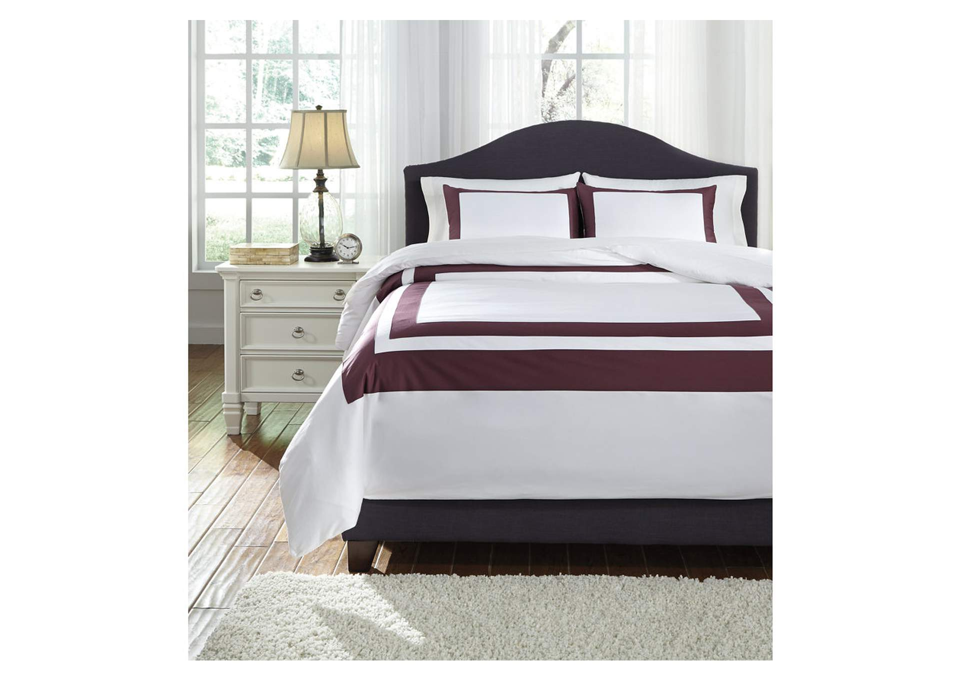 Daruka Plum Queen Duvet Cover Set,Signature Design By Ashley