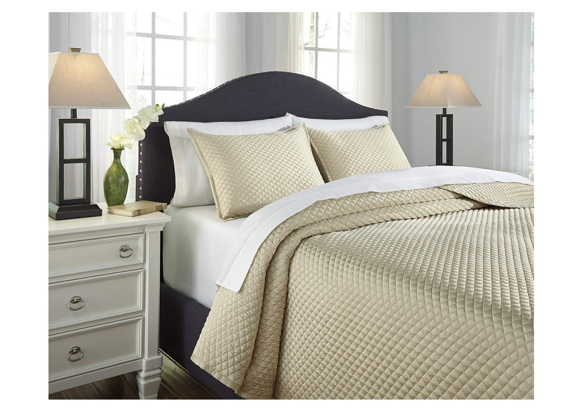 Dietrick Sand King Quilt Set,Signature Design By Ashley