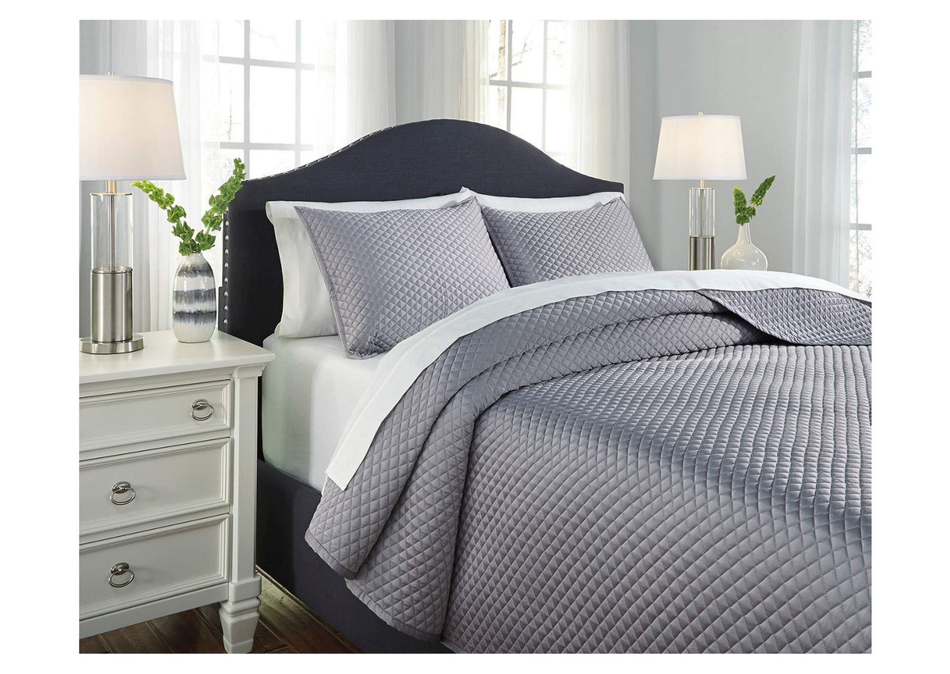 Dietrick Gray King Quilt Set,Signature Design By Ashley