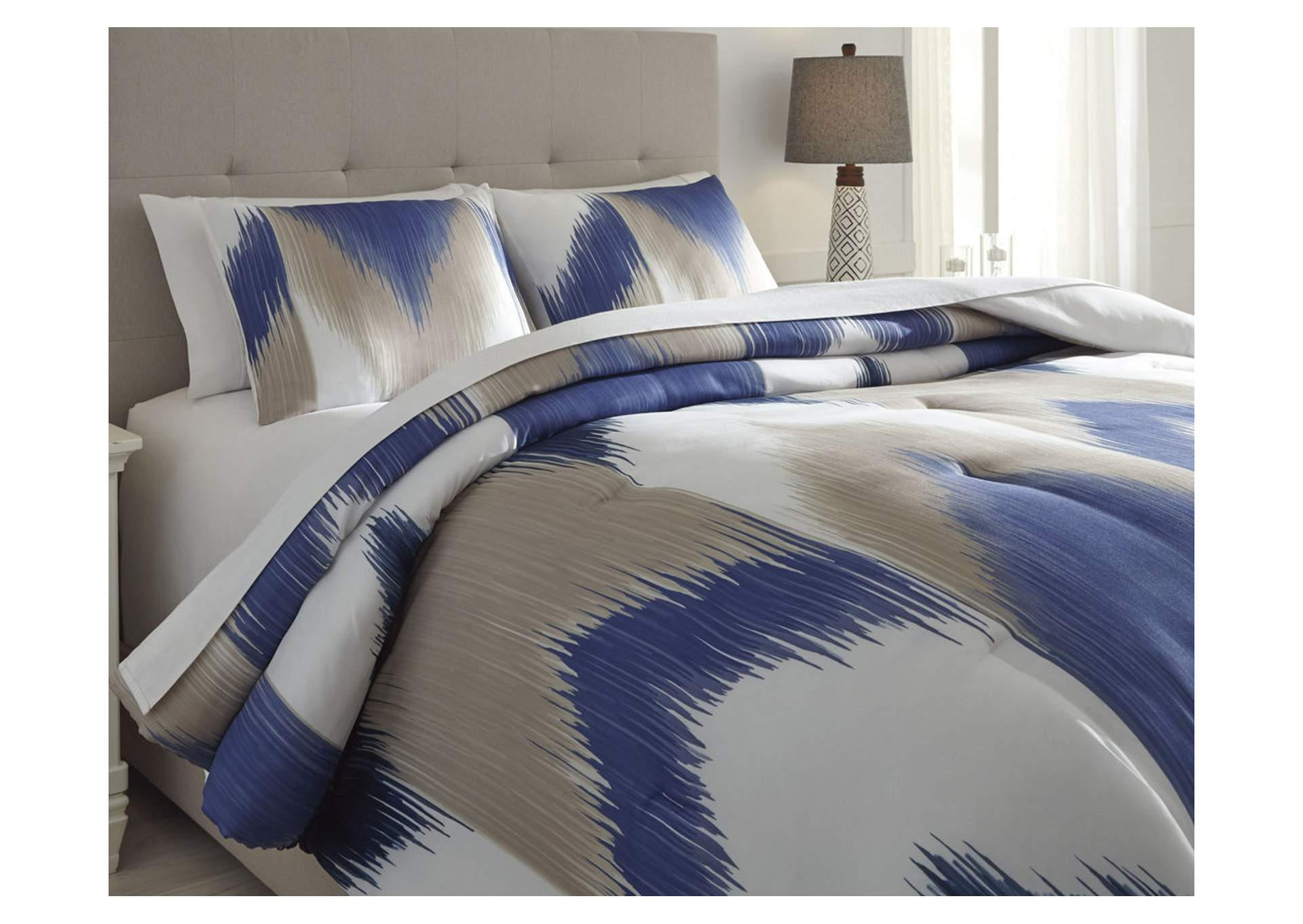 Mayda Blue/Off White King Comforter Set,Signature Design By Ashley
