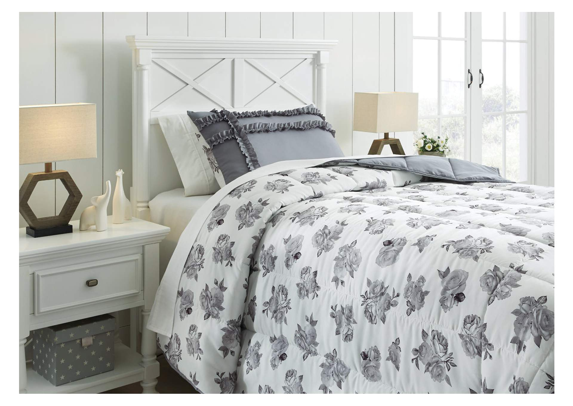 Meghdad Gray/White 2-Piece Twin Comforter Set,Signature Design By Ashley