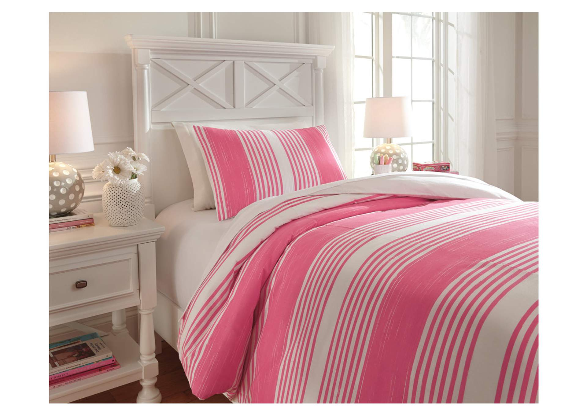 Taries Pink Twin Duvet Cover Set,Signature Design By Ashley