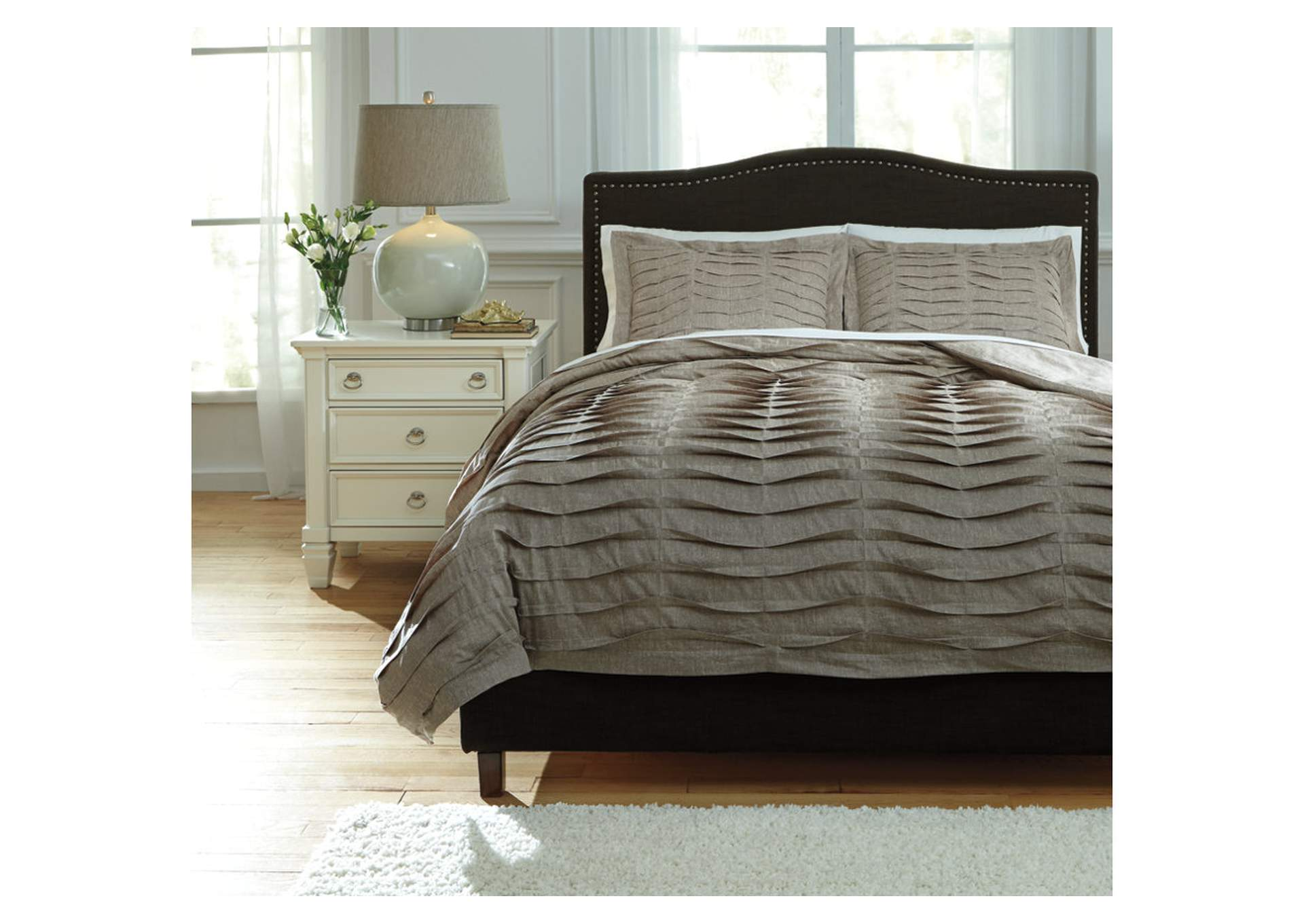 Voltos Brown Queen Duvet Cover Set,Signature Design By Ashley