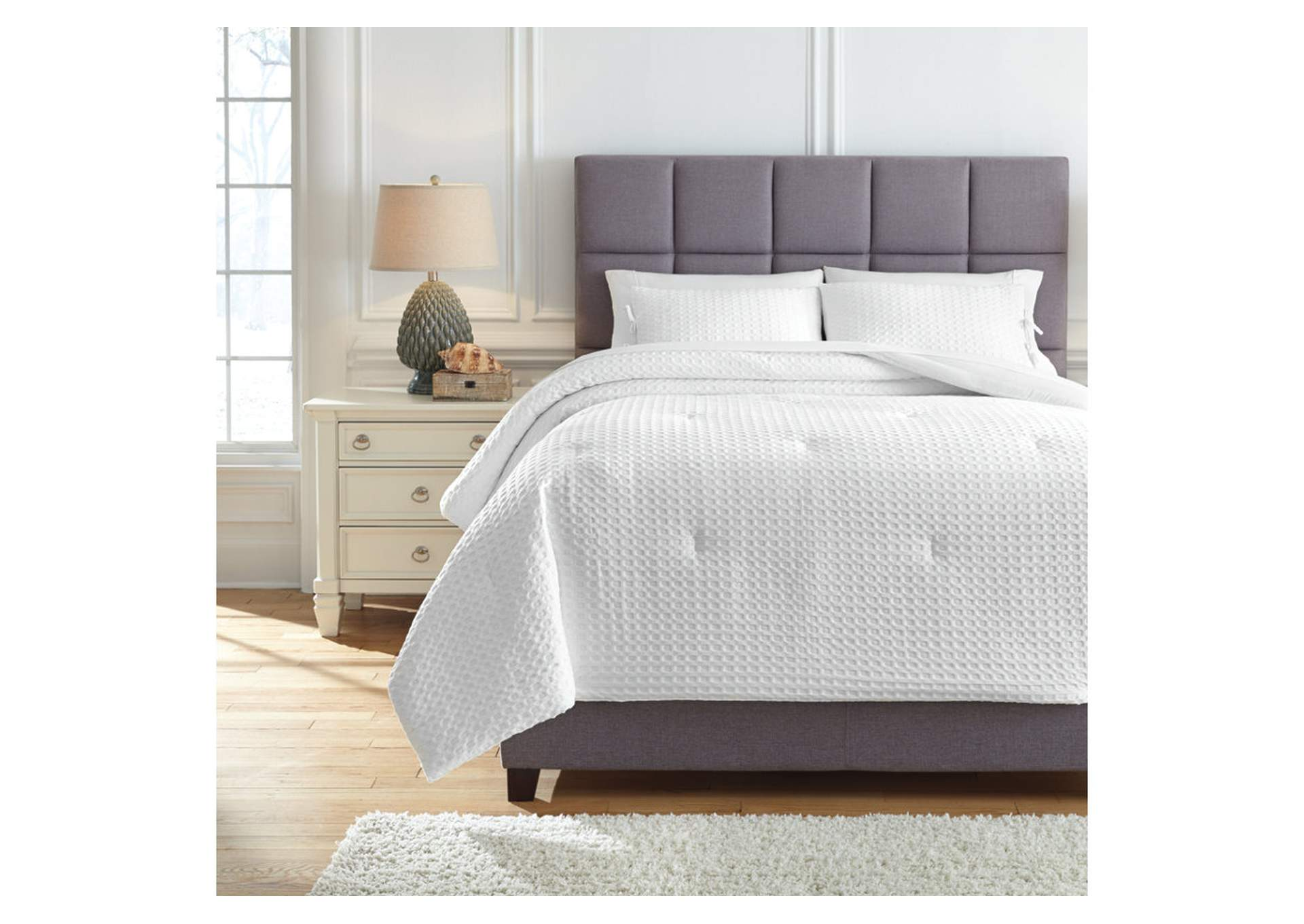 Maurilio White King Comforter Set,Signature Design By Ashley