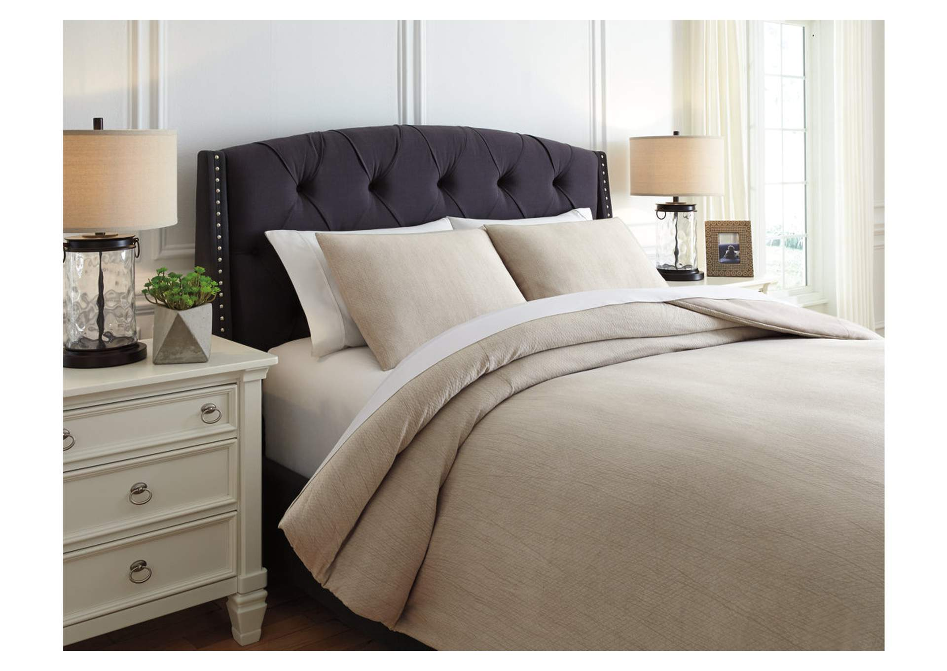 Mayda Beige Queen Comforter Set,Signature Design By Ashley