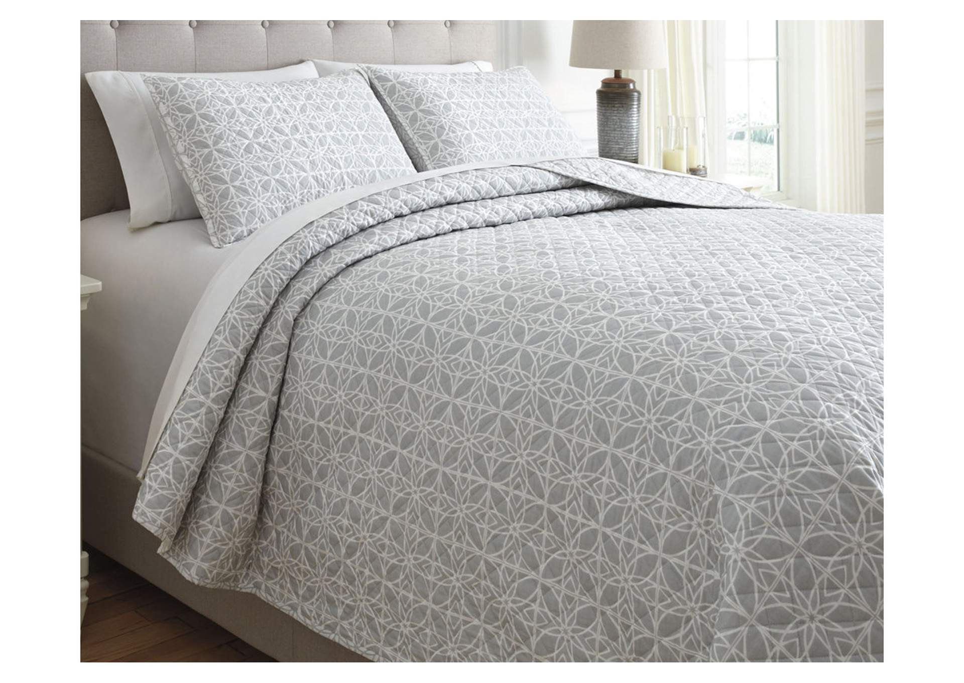 Mayda Gray/White King Quilt Set,Signature Design By Ashley