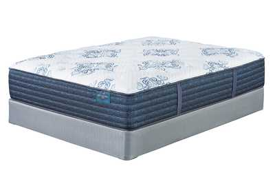 Mt. Dana Plush White Queen Mattress w/Foundation