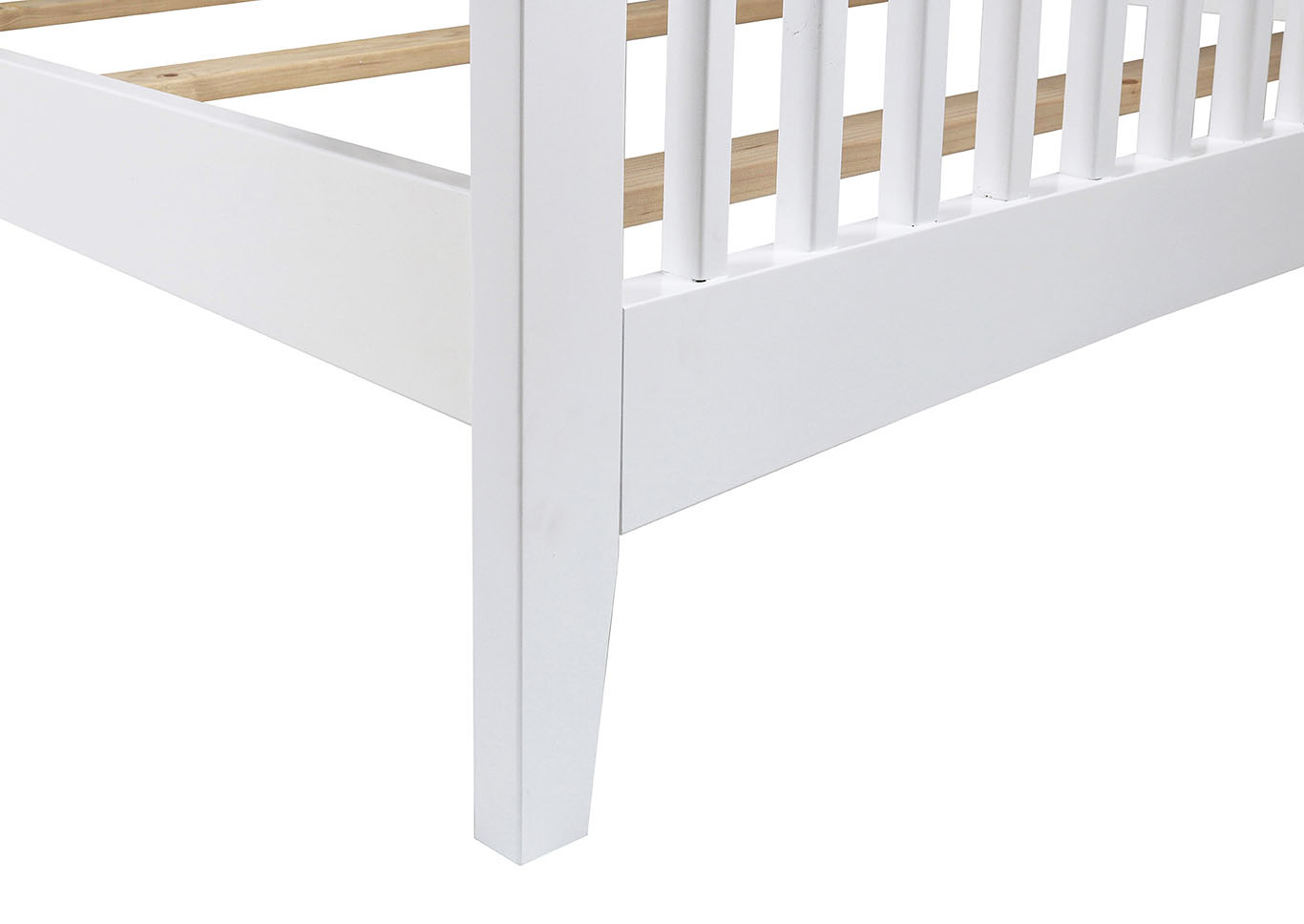 Bayfront White Full Slat Bed,New Classic